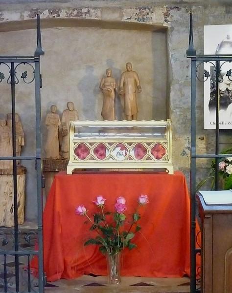 Reliques des Saints Louis et Zélie Martin dans la chapelle qui leur est dédiée dans la basilique Notre-Dame