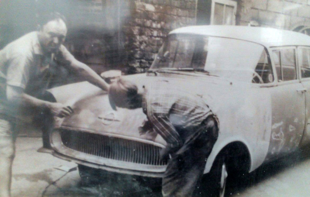 Vorbereitung eines Opel Kapitän zur Lackierung anno dazumal