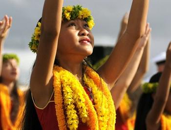 (ハワイなど南国でよく見られるダンス)