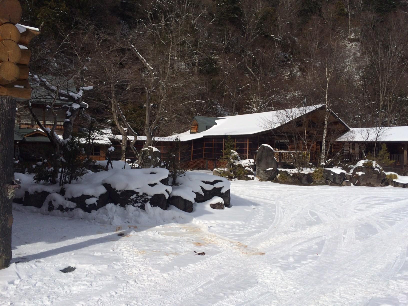 厳寒のなか、奥日光の秘湯旅館を改修。