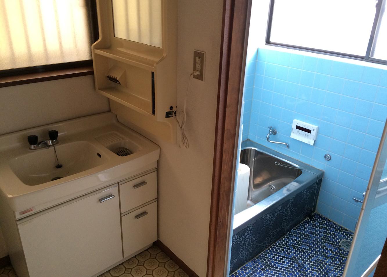 洗面と在来工法の浴室