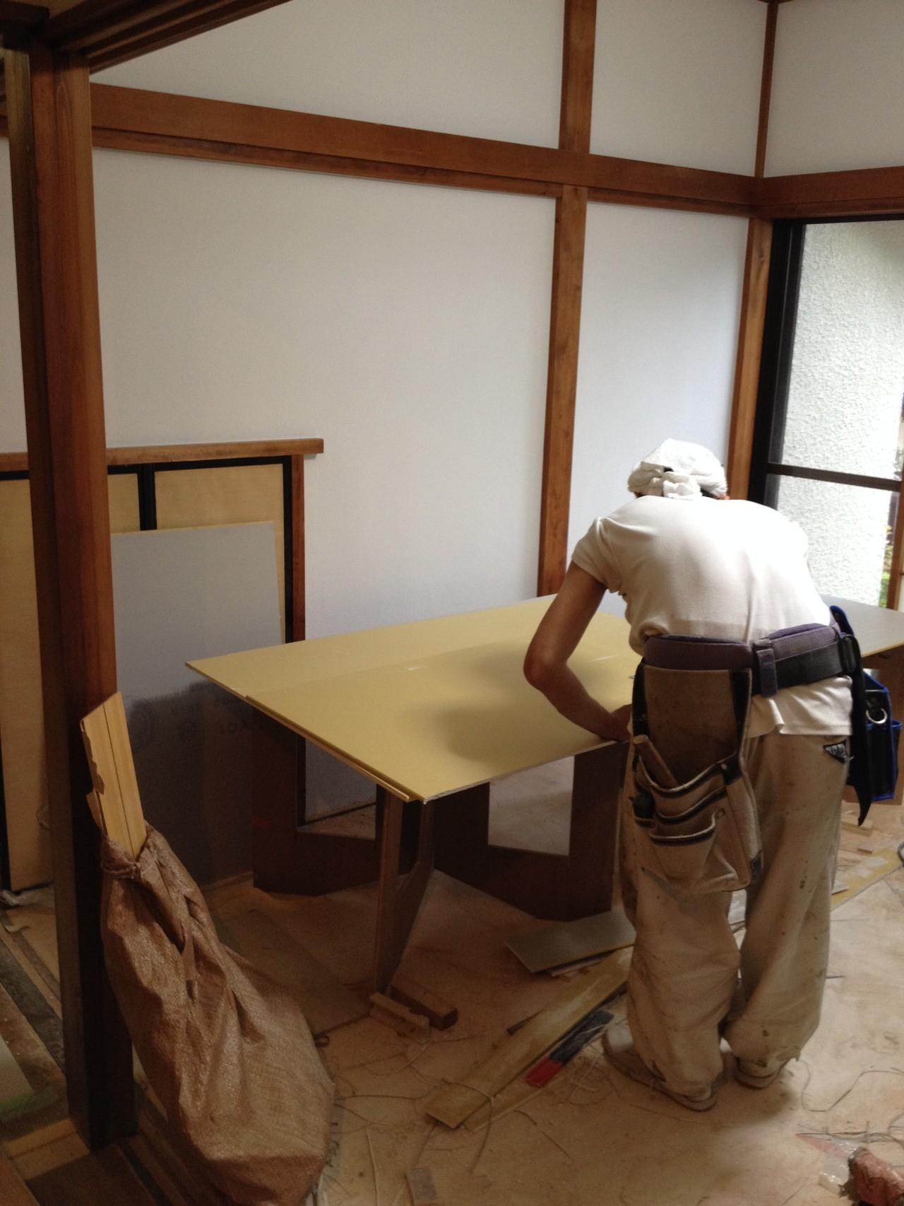 横浜の古家をシェアハウスに改造中。