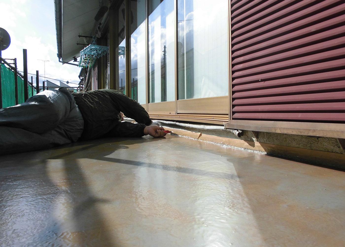 戸建ベランダ防水工事 雨の侵入しやすい立上り部分もしっかり防水します。
