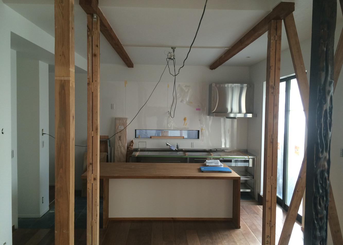 内装仕上げ完了 キッチン及びカウンターテーブルの設置