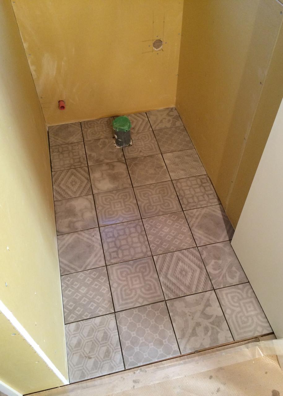 1Fトイレ床タイル施工 奥様こだわりのタイルです