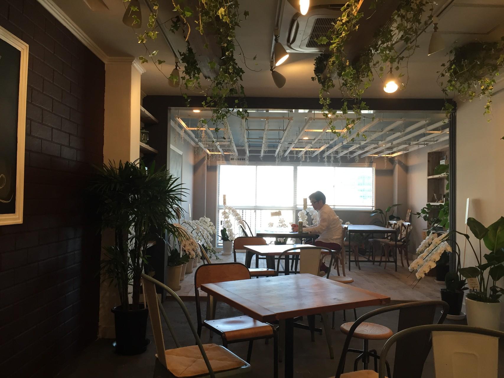 青山にリノベーションカフェが完成しました。