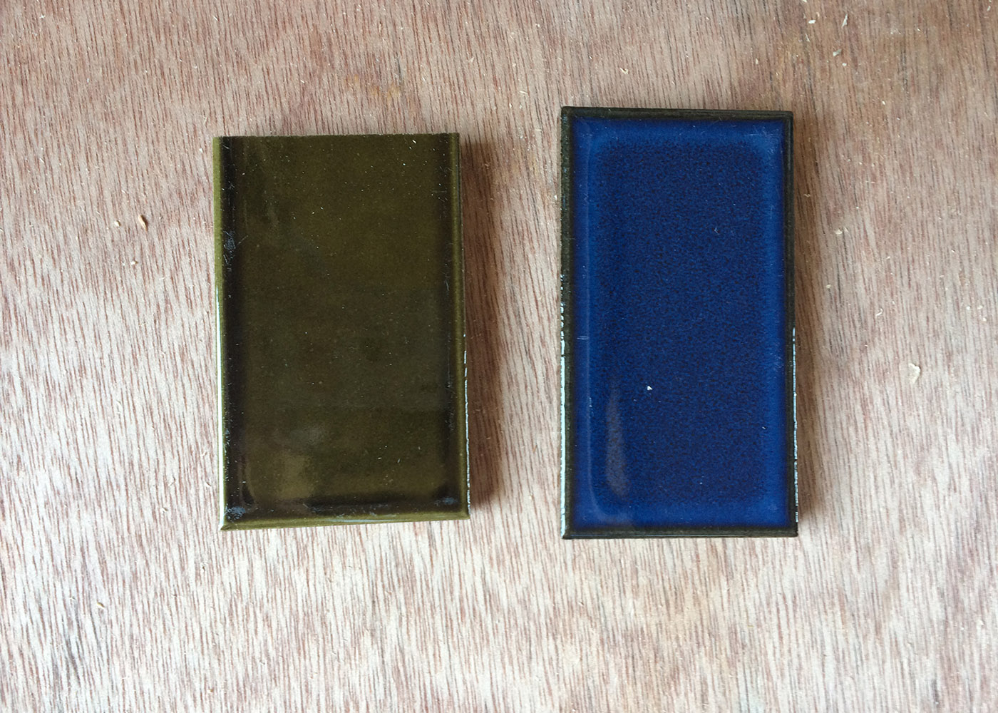 団地リノベ素材~レトロタイル~ 今回は2色のタイルを使用します。