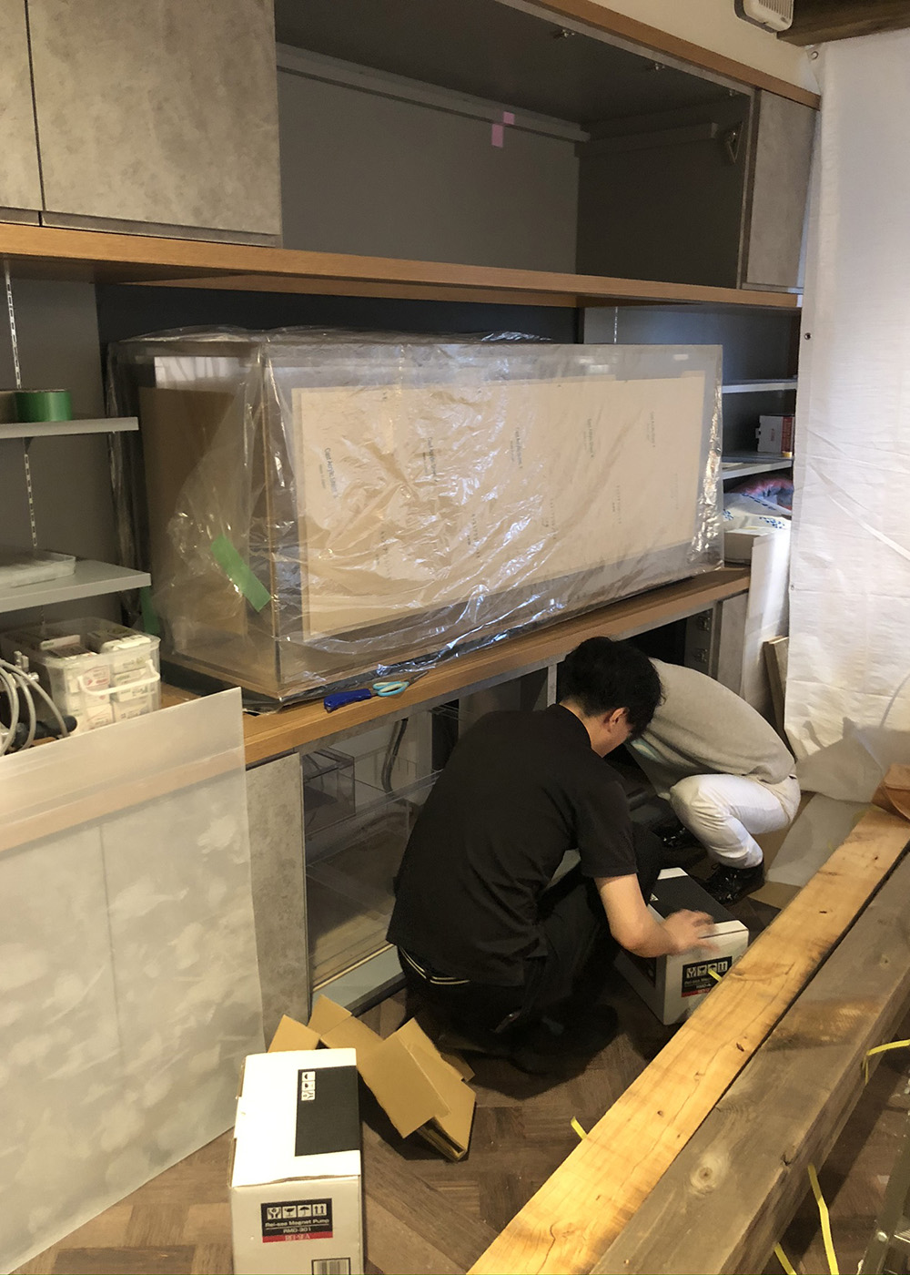 造作壁面家具施工~水槽設置中~