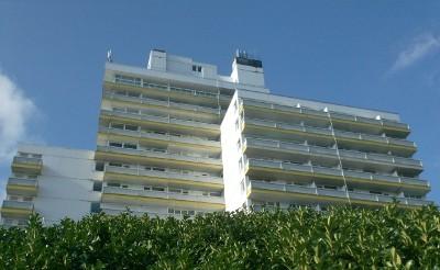 Das Hotel von der Seepromenade her