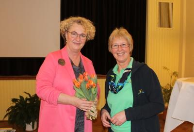 Dr. Kornelia Kröplin-Schwarz mit Anke Nissen, Vorsitzende des Landfrauenvereins Hattstedt