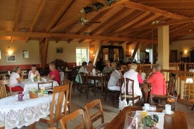Ein Blick in das Cafe im Obergeschoss.