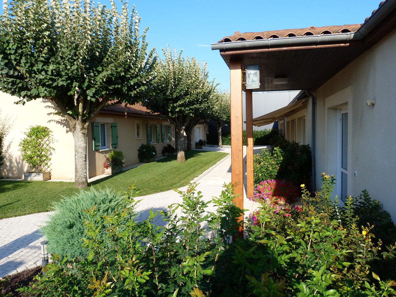 Centre Wellness Bergerac, une grande terrasse pour profiter de l'extérieur