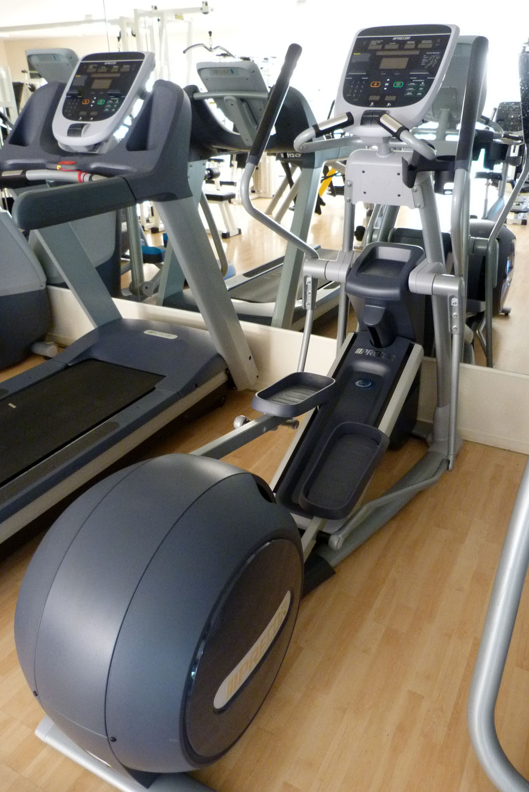 salle de sport bergerac Elliptique Fitness Crosstrainer EFX 835 CroosRamp Precor 1
