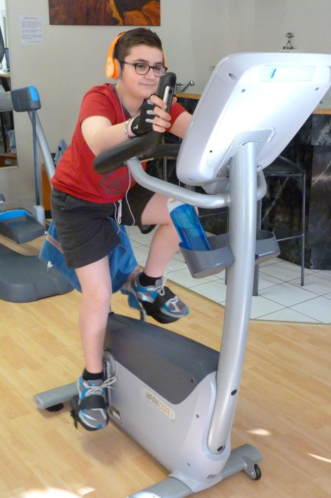 Salle de sport Bergerac Vélo droit UBK 835 Precor 3