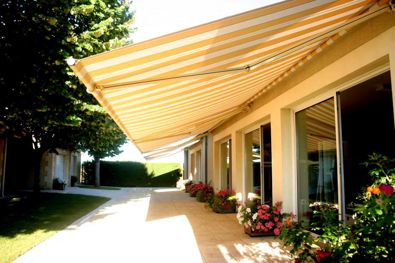 Centre Wellness à Bergerac, une salle de sport largement ouverte sur l'extérieur