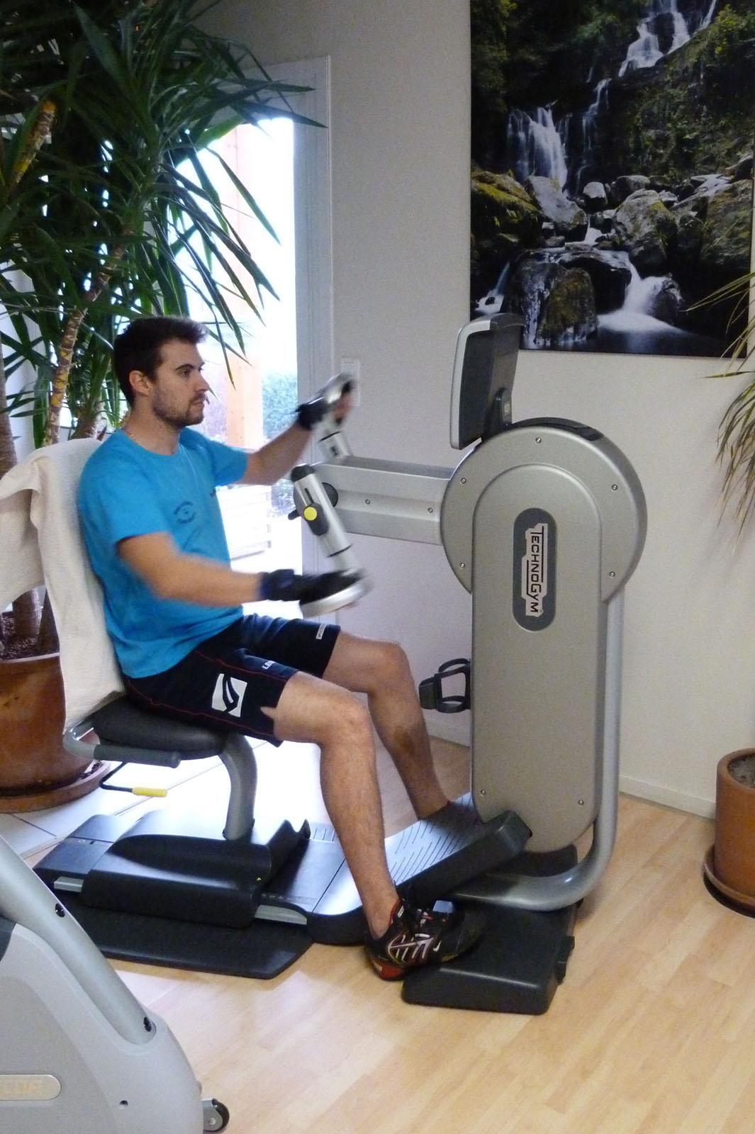 Salle de sport Bergerac Vélo à bras Excite Top Technogym 2
