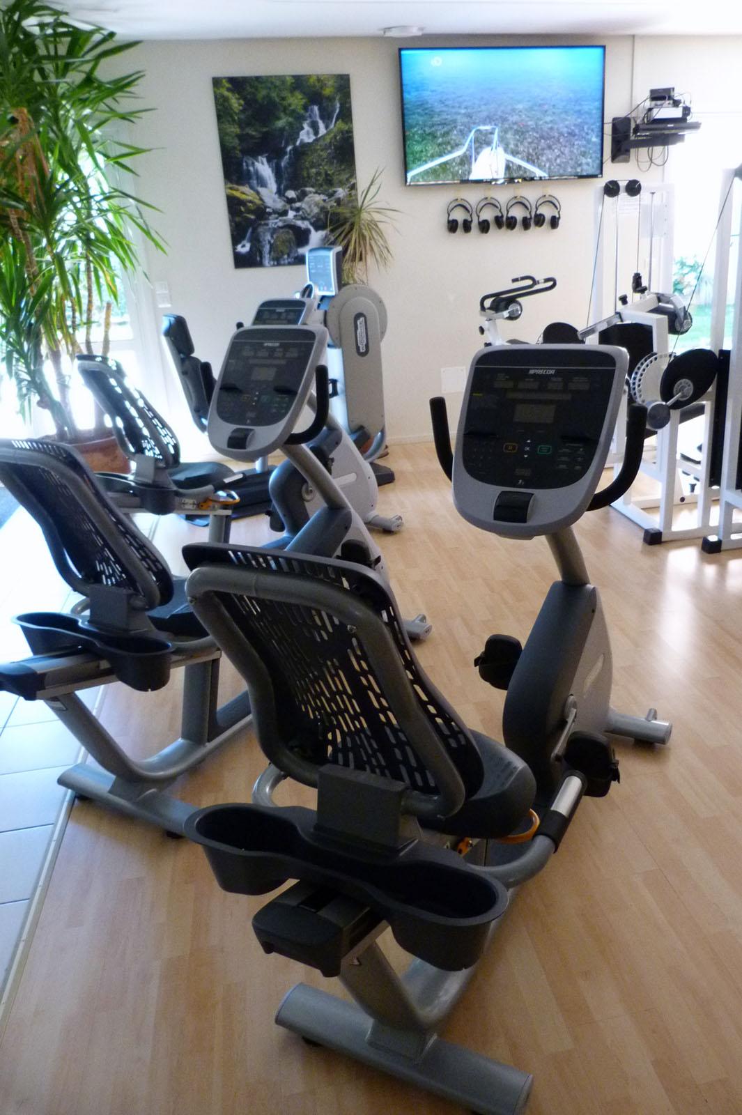 Salle de Sport Bergerac Creysse Vélo semi-allongé RBK 835 Precor 1
