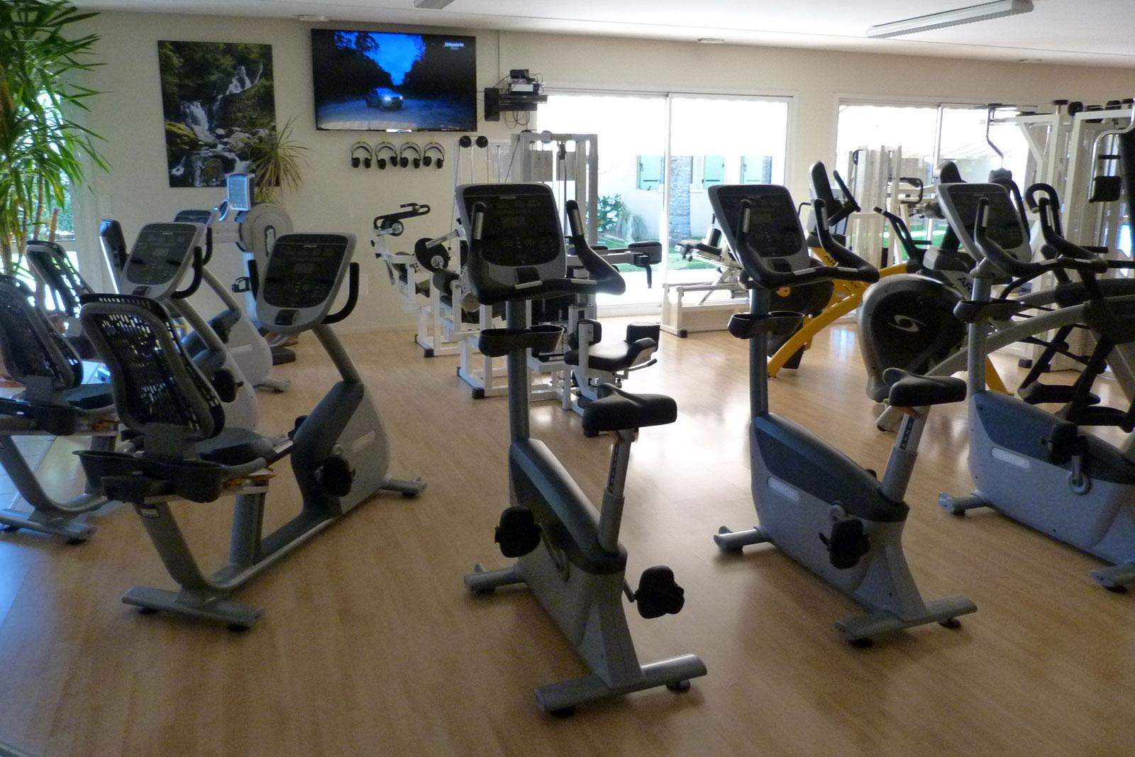 Centre Wellness Bergerac, une salle de sport lumineuse
