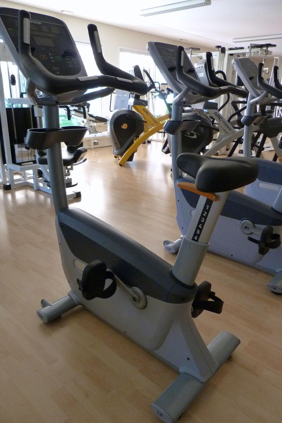 Salle de sport Bergerac Vélo droit UBK 835 Precor 1
