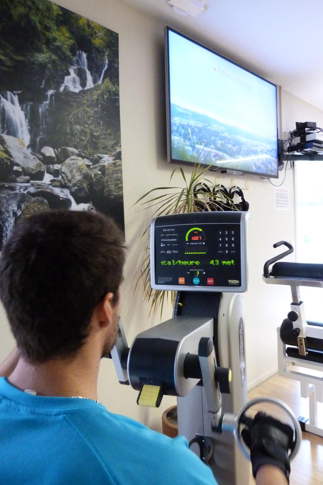 Salle de sport Bergerac Vélo à bras Excite Top Technogym 3