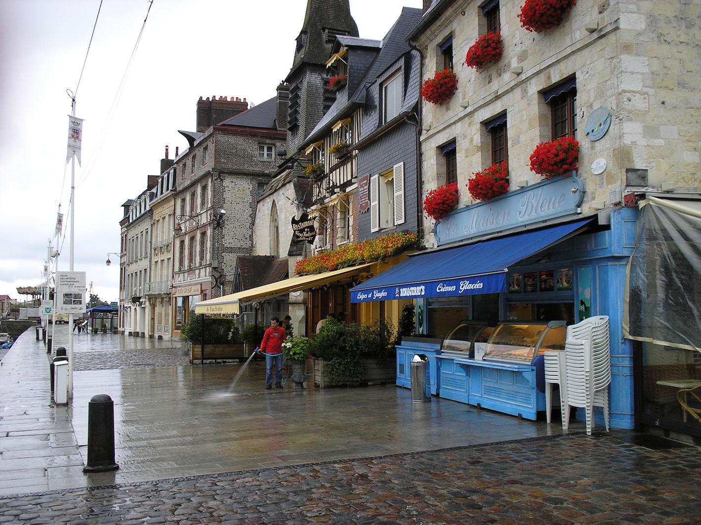 Angelika Möller war in Honfleur, Frankreich: »Gemütliche Cafés und der Schrei der Möwen … Meine Stadt.«