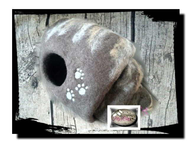 Wunderschöne Filzhöhle mit Pfötchen