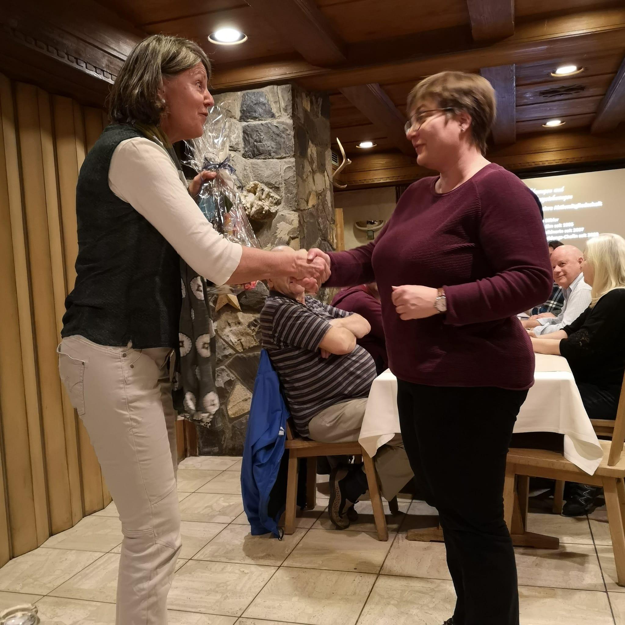 Anita Bäbler wird nach 25 Jahren Aktivmitgliedschaft Ehrenmitglied der HMElm