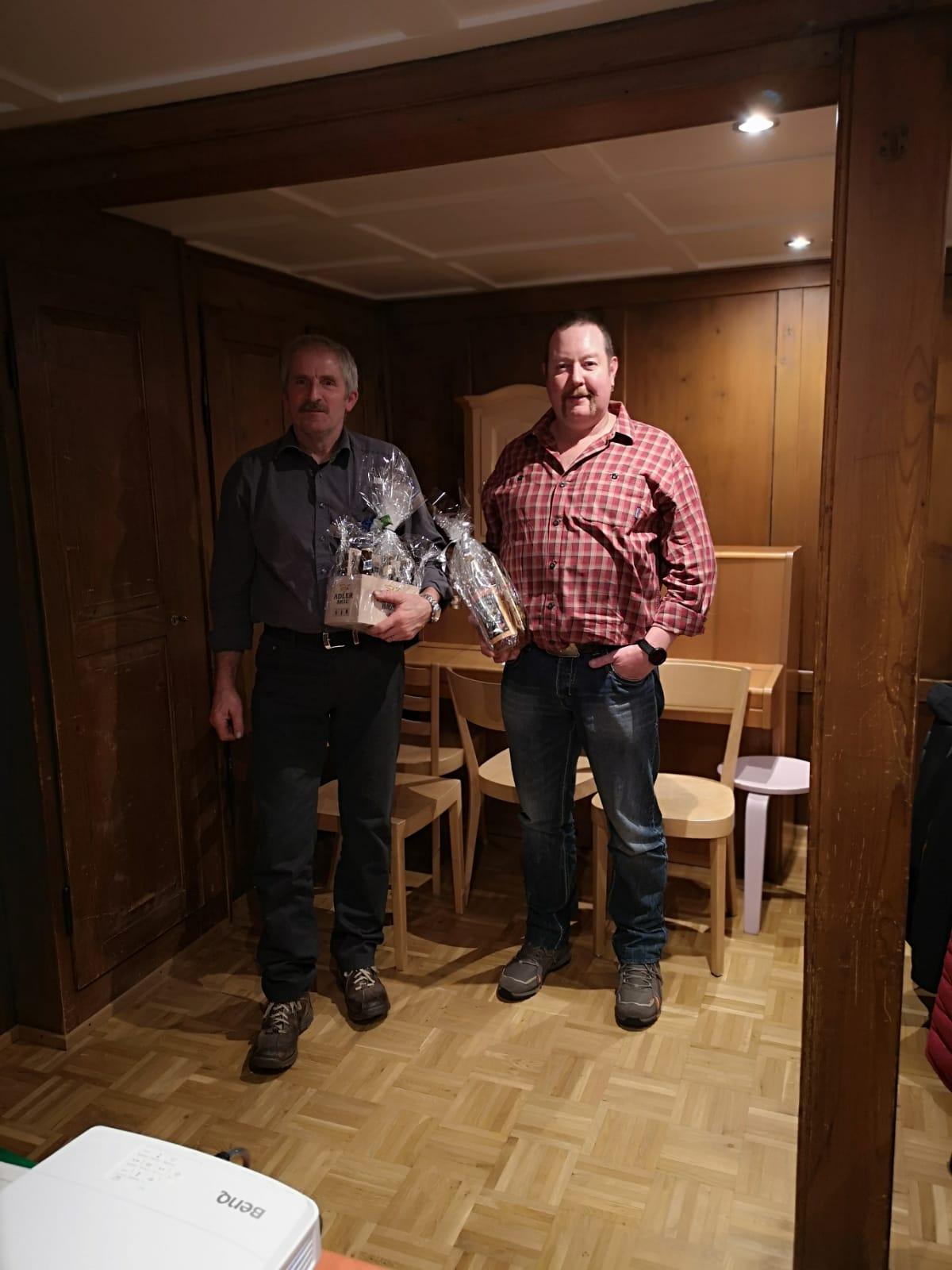 Balz wird für 40 Jahre Aktivmitgliedschaft und Reto für 30 Jahre Aktivmitgliedschaft geehrt