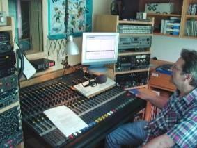 Wolfgang Voigt im Studio (Fotos: Hermann Schmaldienst)