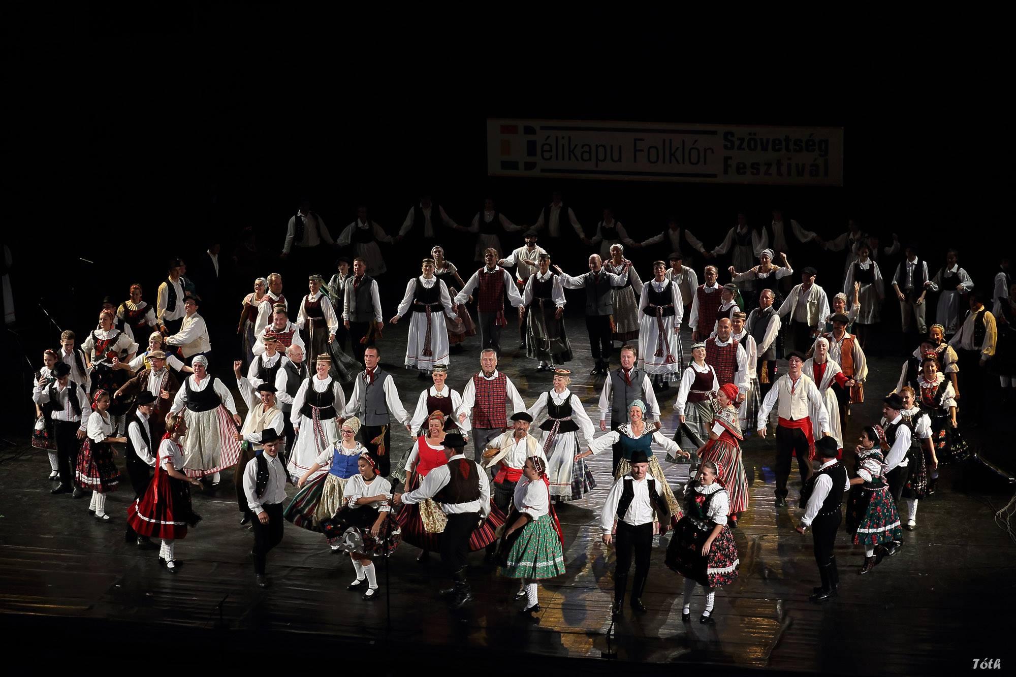 Pécs- Hongrie- Déli Kapu Folklorvetség