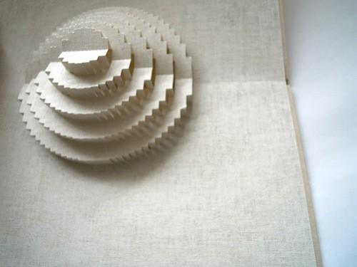 縦糸、横糸を感じられる紙