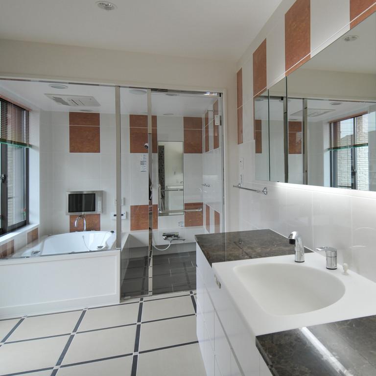個人邸 洗面カウンター、ユニットバス