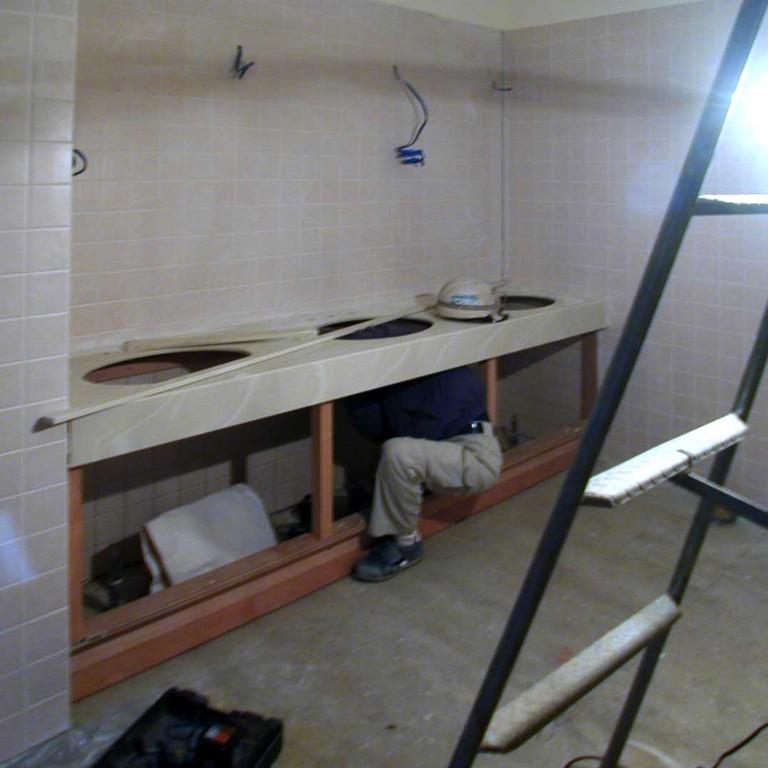 某スパリゾート[施工中] パウダールーム洗面カウンター(コーリアン)