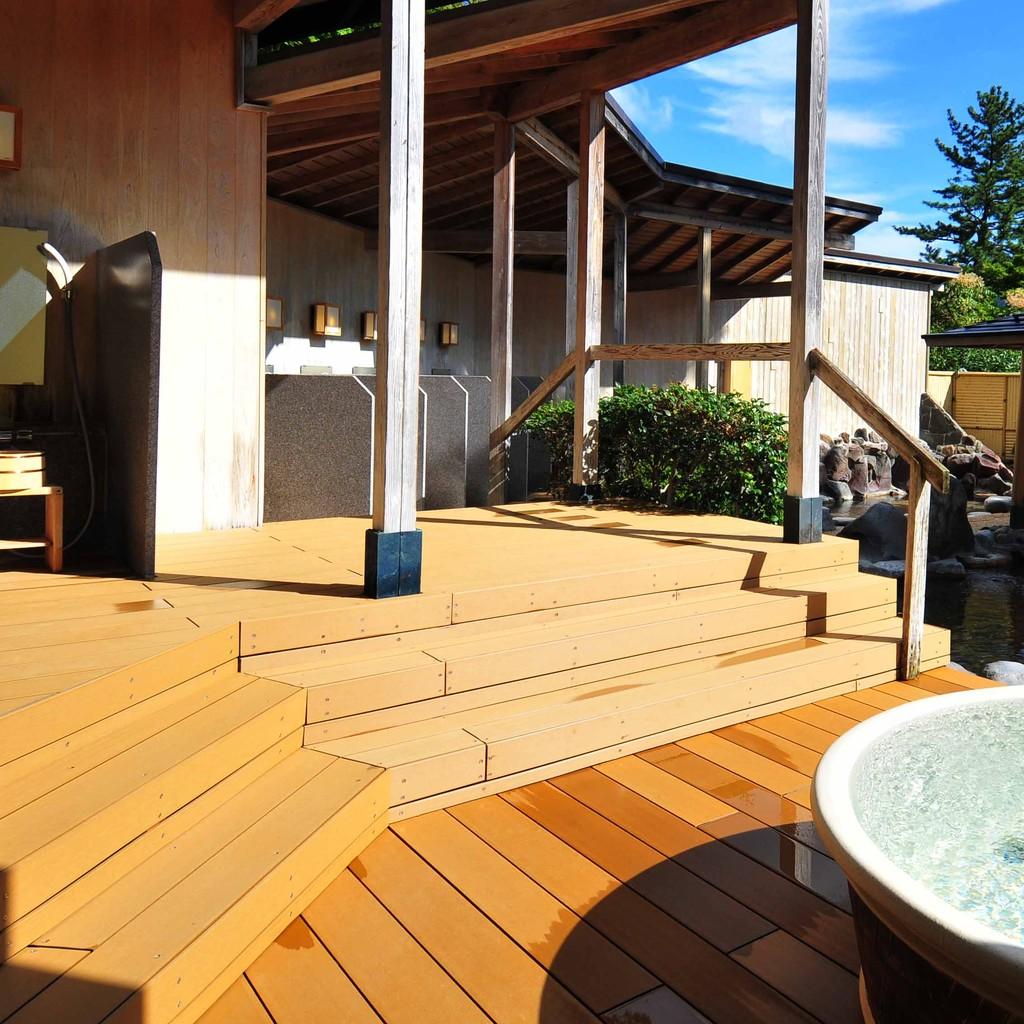 某温泉施設(再生木デッキ)2