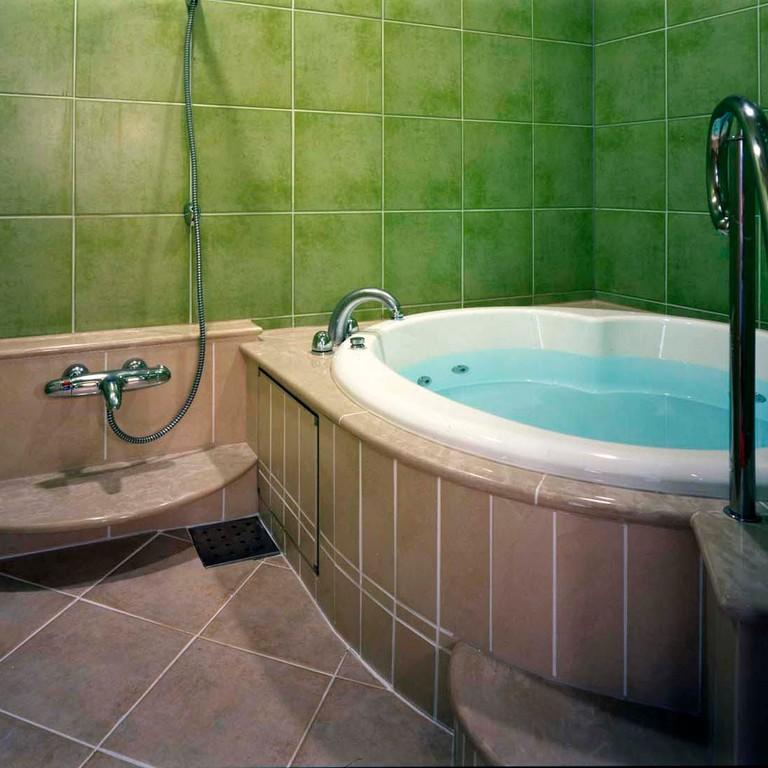 某ホテル 浴室(床・壁タイル)