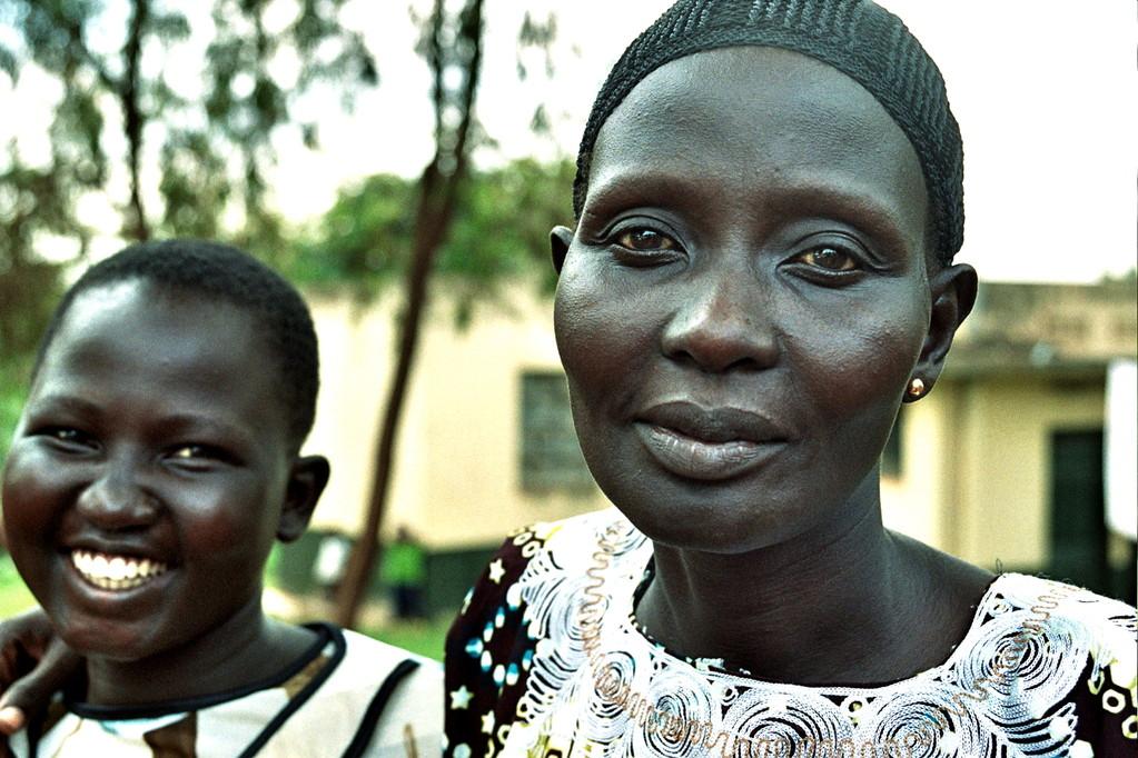 Yar Akol is na 1 jaar aan de middelbare school naar Sudan terug gegaan en daar getrouwd