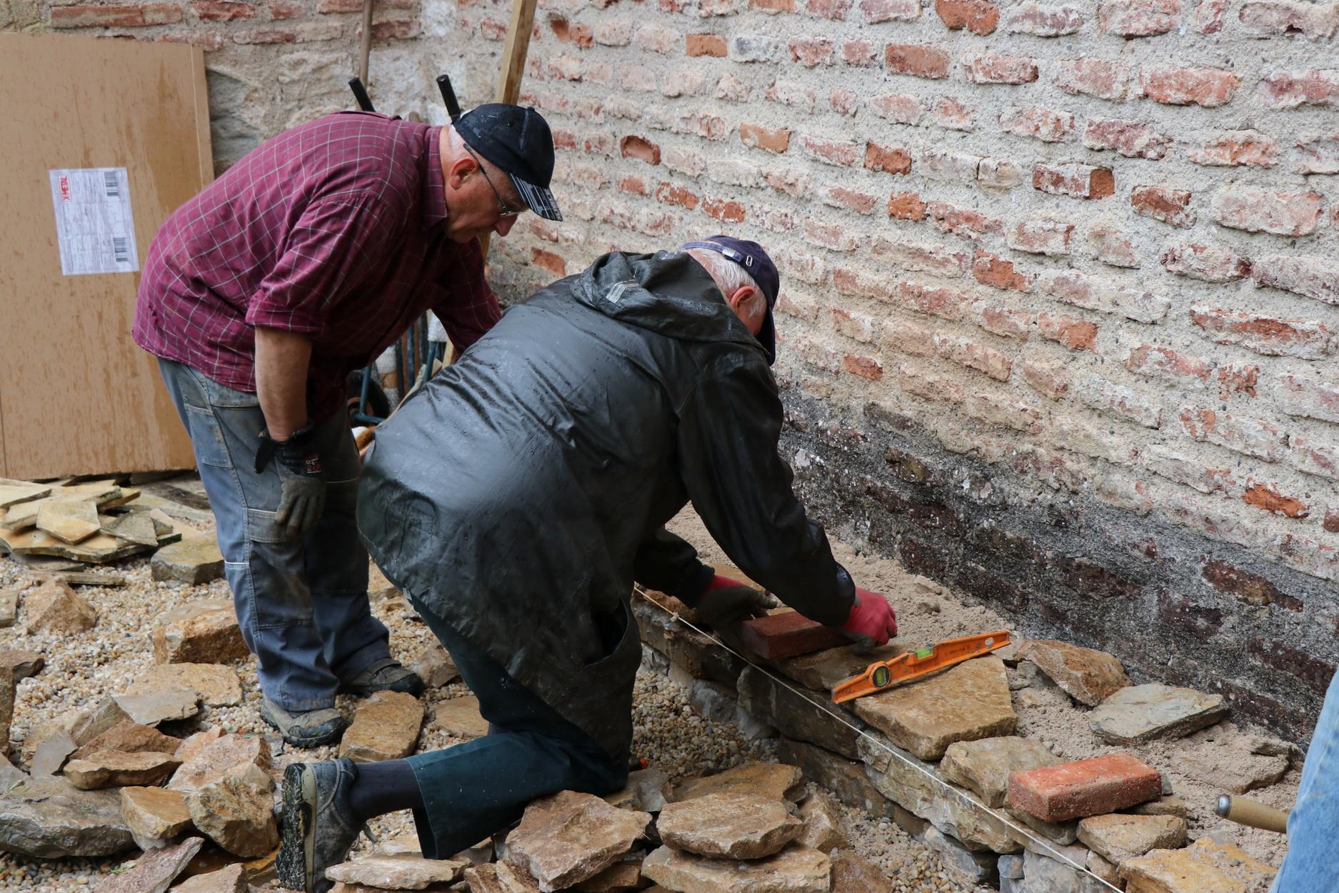 Soubassement et 1ère brique