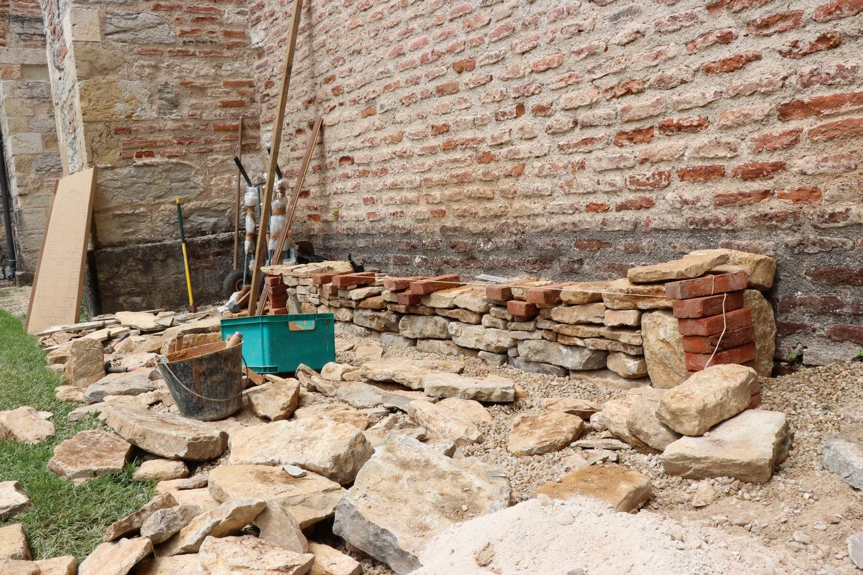 Soubassement et 2ème rangée de briques