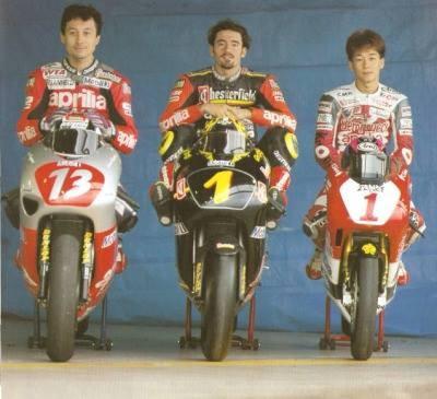 Termine del campionato 1994 con doppietta aprilia (da sinistra Reggiani GP 500, Biaggi campione del mondo GP 250 e Sakata campione del mondo GP 125)