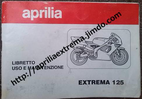 Il libretto uso e manutenzione delle extrema con rotax 123: si noti il telaietto reggicupolino come inizialmente previsto