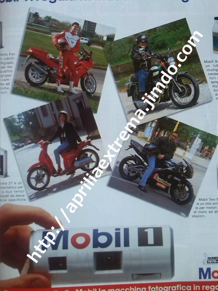 Pubblicità della Mobil, che fino al 1994 era lo sponsor in 250 di aprilia (la moto è una SP 1994, con Marchesini e pinze nere)