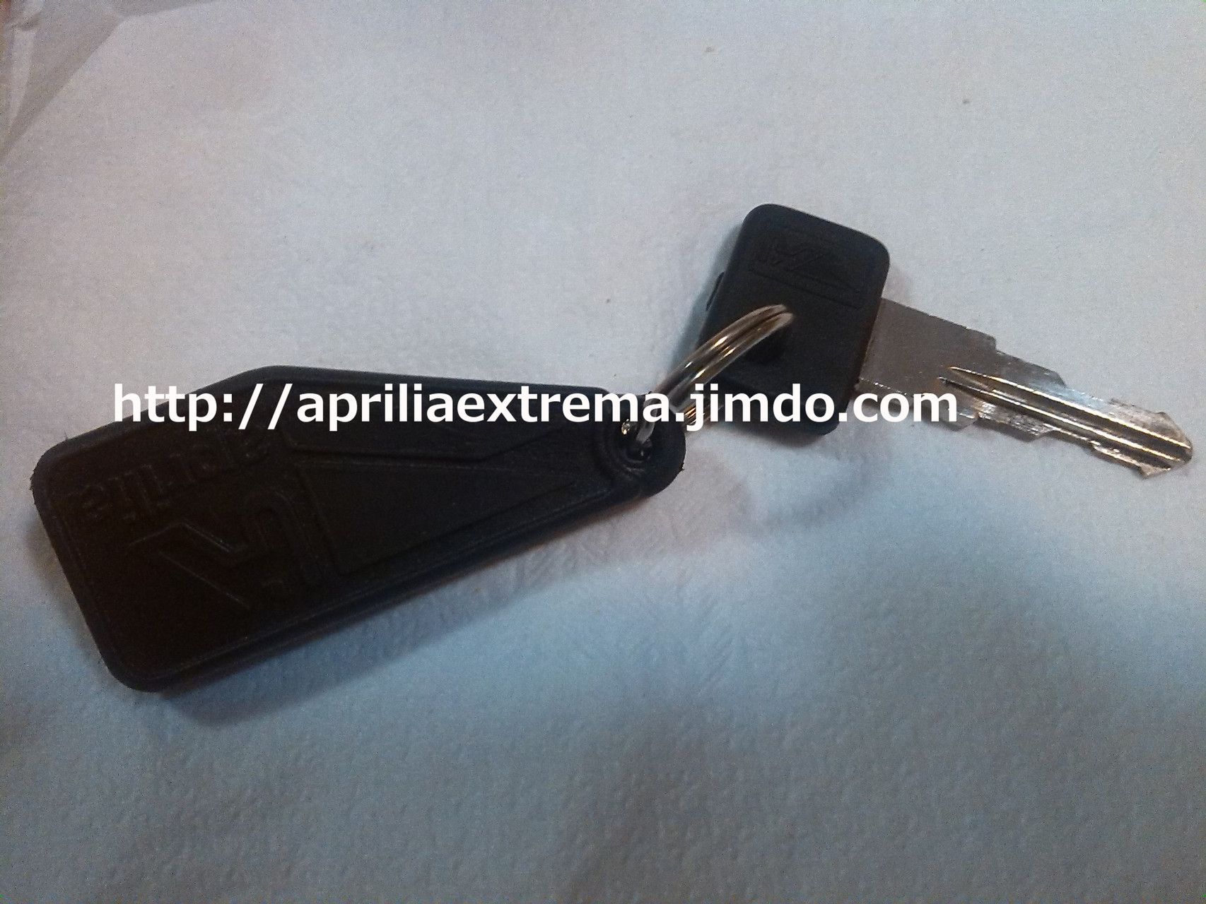 Chiave originale con portachiavi aprilia consegnato insieme alla moto