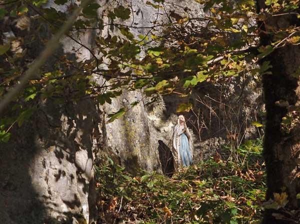 himmels-königin maria verborgen in einer grotte im lautertal