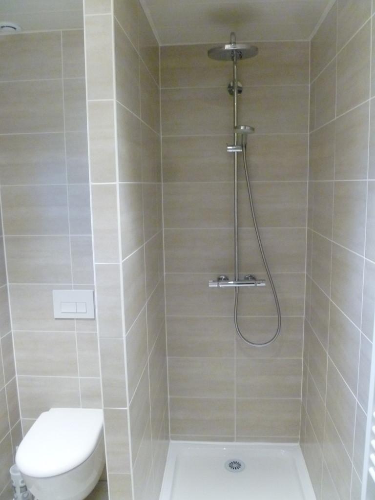 Douche + WC suspendu étage