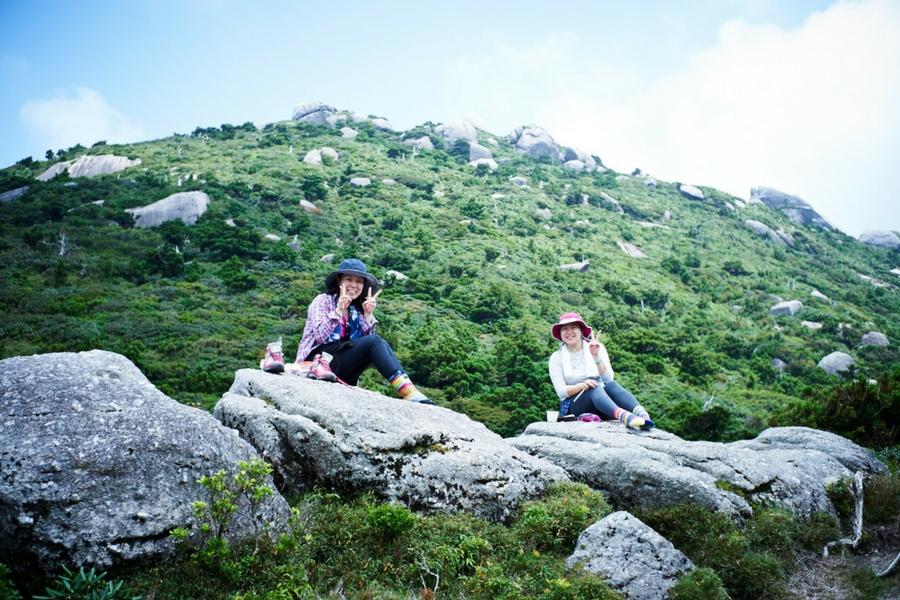 少人数制ツアーで、宮之浦岳縦走をご案内しています