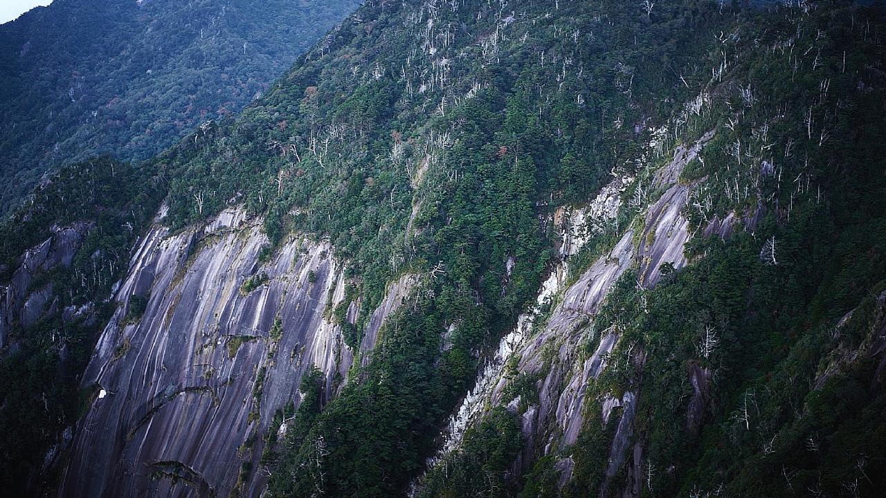 花崗岩の大岸壁(モッチョム岳ガイドツアー)