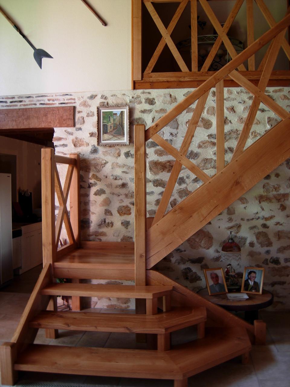 Escalier chêne à croisée médiévale