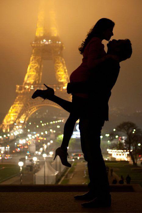 Demande en mariage devant la Tour Eiffel!! Source Pinterest
