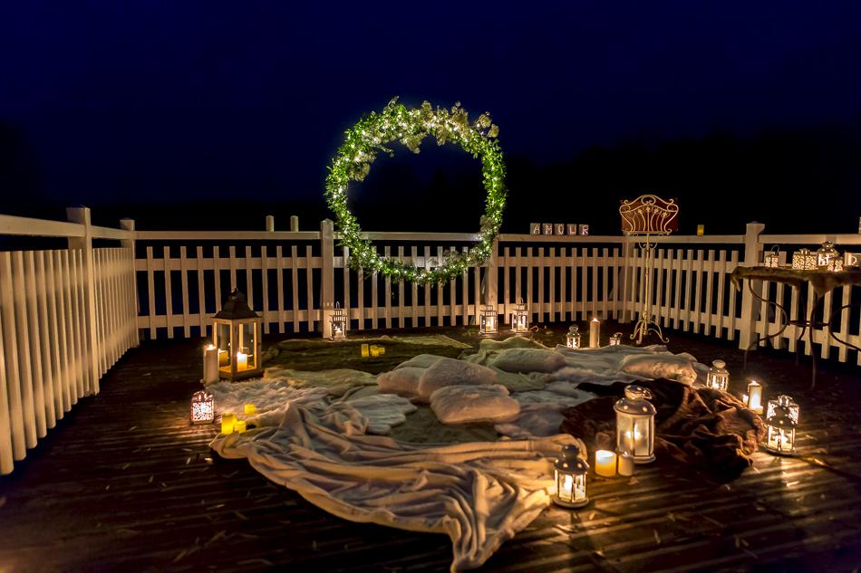 Scénographie d'une cérémonie laïque aux lueurs des lanternes imaginée par Sabrina Lannoy (Wedding Planner & Wedding Designer)