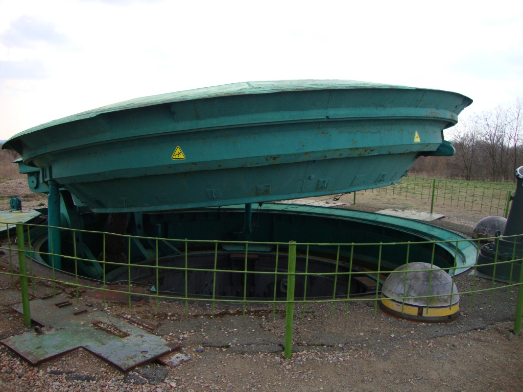 Silo-based missile launch site with a 120-ton cover